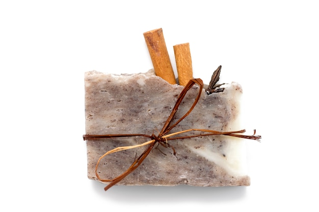 Naturalne mydło z kawą i cynamonem, peeling kawowy, pielęgnacja skóry spa.