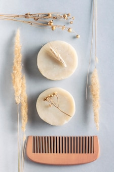 Naturalne organiczne kosmetyki ręcznie robione, widok z góry.