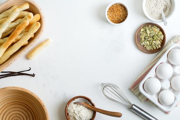 Naturalne organiczne składniki do wypieku domowego tradycyjnego chleba