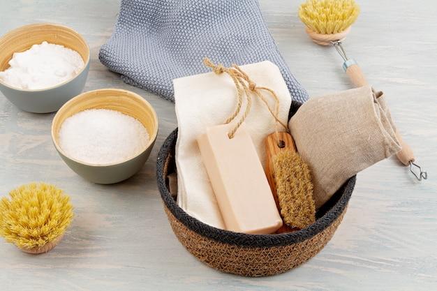 Naturalne organiczne środki czyszczące wielokrotnego użytku do użytku domowego. zero odpadów, ekologiczny, przyjazny dla środowiska