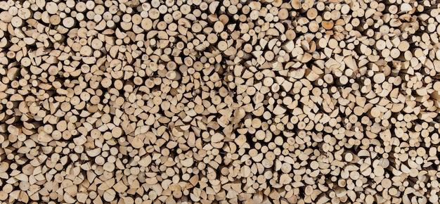 Naturalne podłoże drewniane, wiele posiekanego drewna opałowego. wysoka rozdzielczość