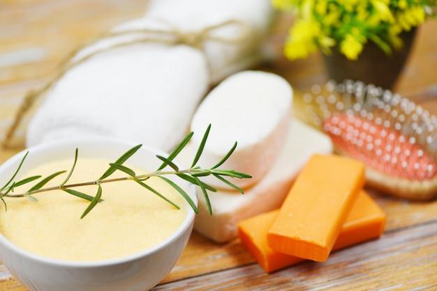 Naturalne produkty do kąpieli mydło rozmarynowe olejek eteryczny spa aromaterapia - naturalna pielęgnacja ciała ziołowa dermatologia kosmetyk higiena dla urody pielęgnacja skóry higiena osobista przedmioty peeling