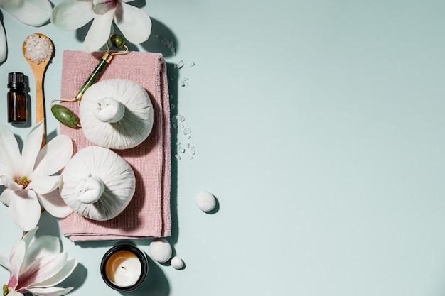 Naturalne produkty do pielęgnacji skóry leżą płasko. zero odpadów, przyjazne dla środowiska akcesoria łazienkowe i spa