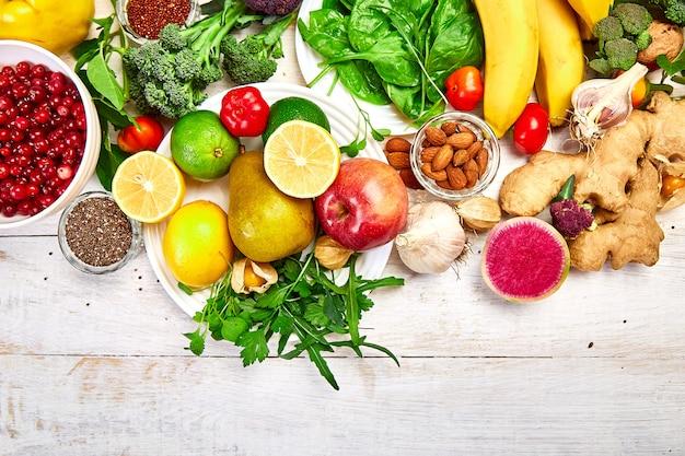 Naturalne produkty, owoce i warzywa, widok z góry