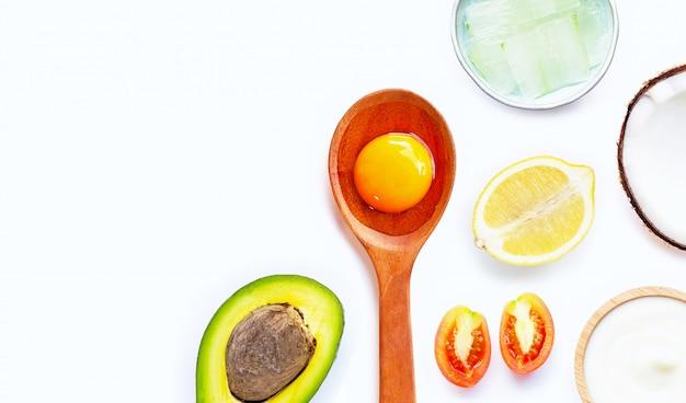Naturalne składniki do domowej pielęgnacji skóry.