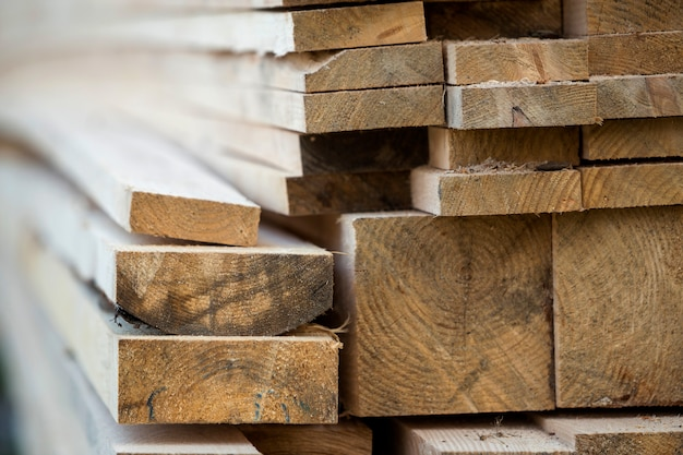 Naturalne szorstkie deski drewniane