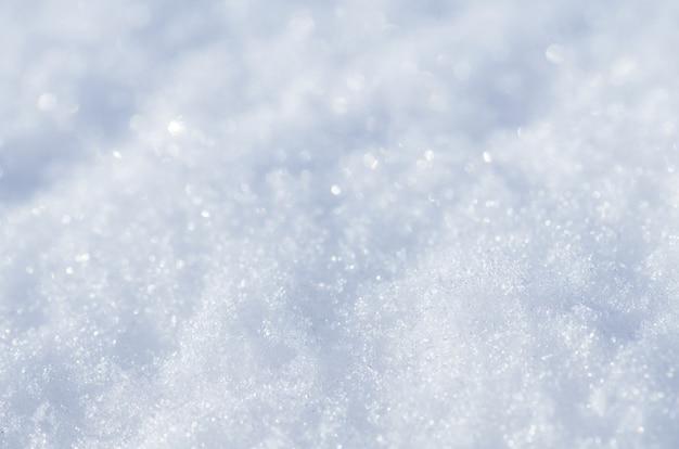 Naturalne tło zima. śnieżne błyszczące zaspy. tekstura tło zima śnieg