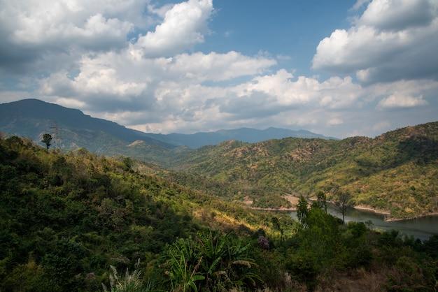 Naturalne widoki na góry w tajlandii