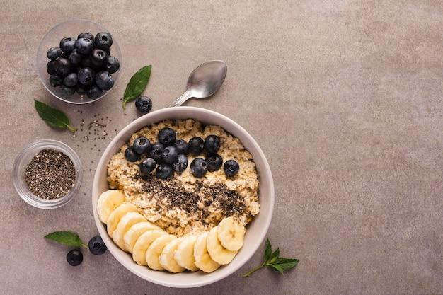 Naturalne zdrowe desery skopiuj widok z góry przestrzeni