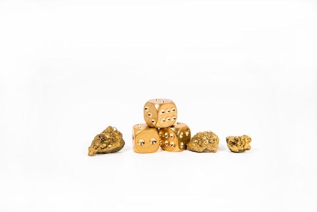 Naturalny kwarcowy złoty tytanowy agat crystal cluster bare. surowe okazy mineralne