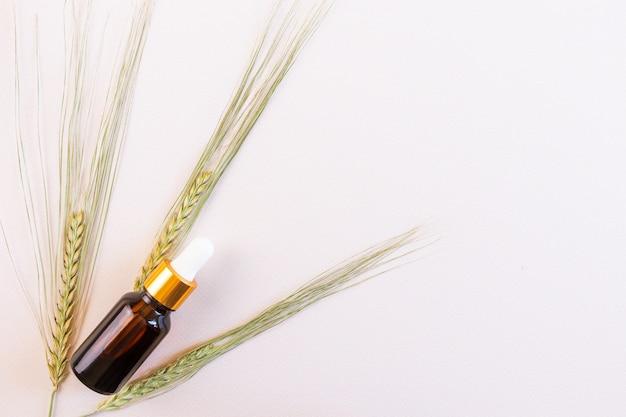 Naturalny olejek eteryczny i kłoski pszenicy
