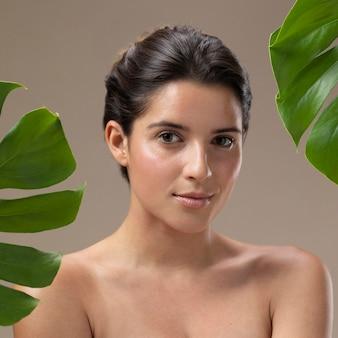 Naturalny portret młodej kobiety
