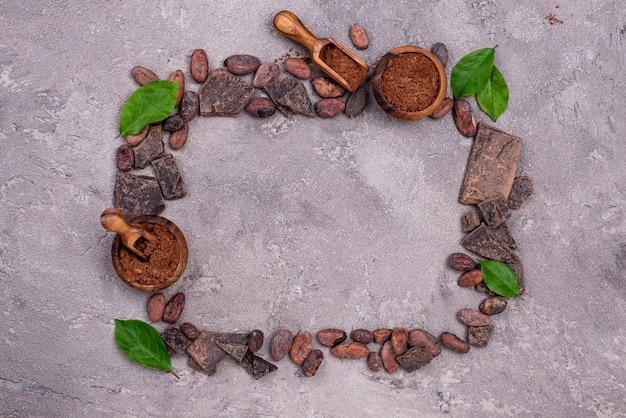Naturalny proszek kakaowy, ziarno kakaowe i czekolada