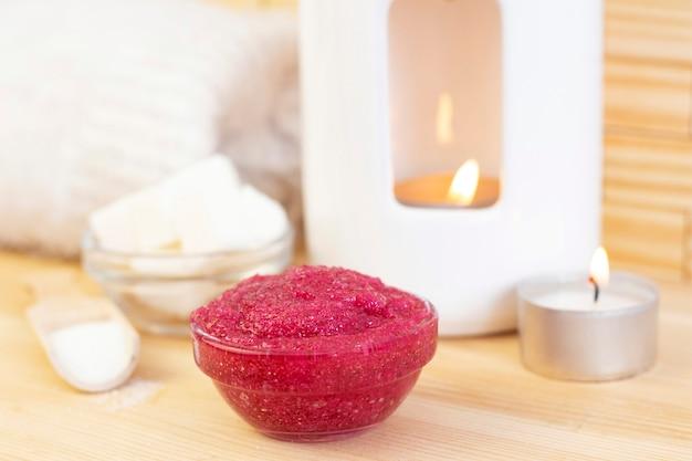 Naturalny różowy peeling do ciała na bazie cukru