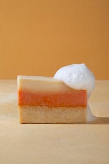 Naturalny skład produktów do samoopieki - widok z przodu
