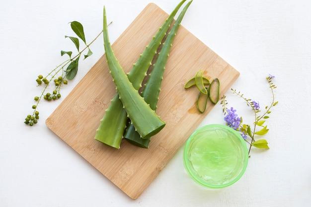 Naturalny ziołowy kojący żelowy aromat maseczki z aloesu do pielęgnacji skóry twarzy