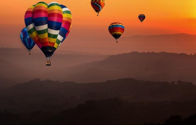 Natury gorącego powietrza balonów krajobrazowy festiwal w niebie.