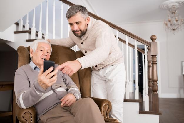 Nauczanie dziadka smartphone