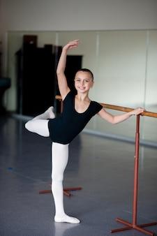 Nauczanie stanowisk w szkole baletowej.