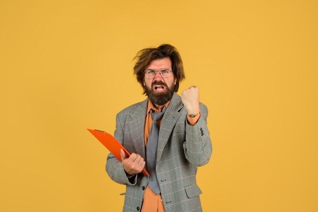 Nauczyciel z powrotem do szkoły brodaty nauczyciel portret koncepcji szkoły nauczyciela brodaty brodaty mężczyzna w