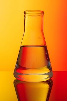 Nauka . szklane probówki na czerwono