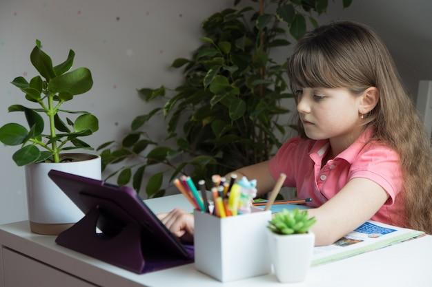 Nauka w domu, nauka na odległość, edukacja online, kursy
