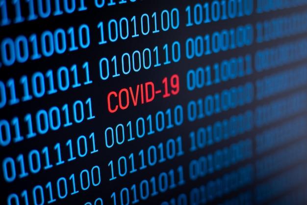 Naukowiec badający covid-19 za pomocą nowoczesnych technologii komputerowych. za pomocą komputera odkryć szczepionkę koronawirusową