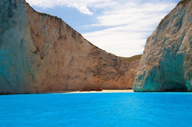 Navagio plaża na wyspie zakynthos, grecja