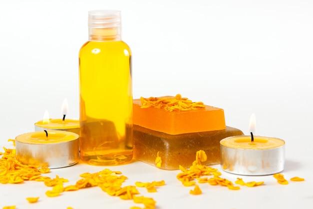 Nawilżające mydła ręcznie robione, świece przygotowane do pielęgnacji spa