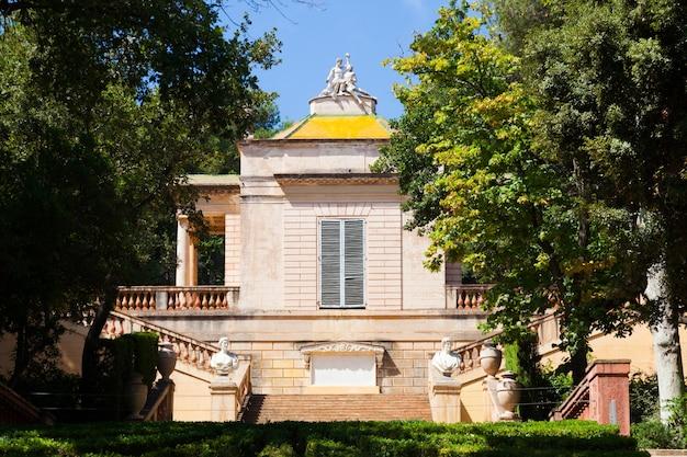Neoklasycystyczny pawilon w parc del laberint de horta