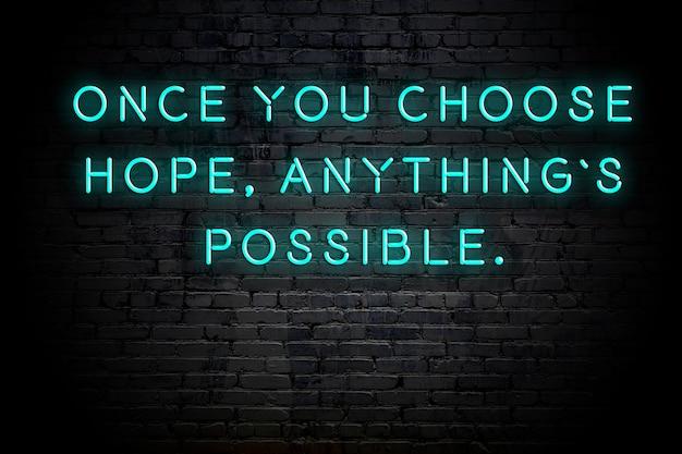 Neon napis pozytywny mądry cytat motywacyjny przeciwko mur z cegły