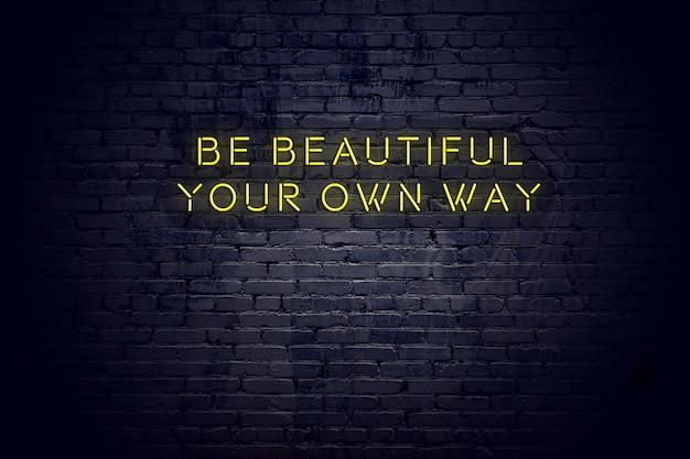Neon znak z pozytywny mądry cytat motywacyjny przeciwko mur z cegły