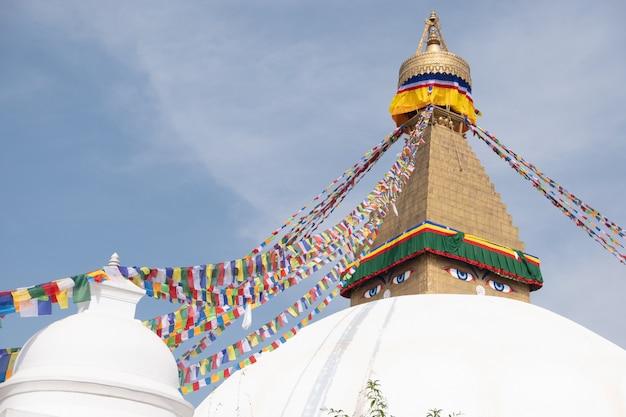 Nepal kathmandu boudha stupa lub boudhanath jest jedną z największych sferycznych stup w nepalu.