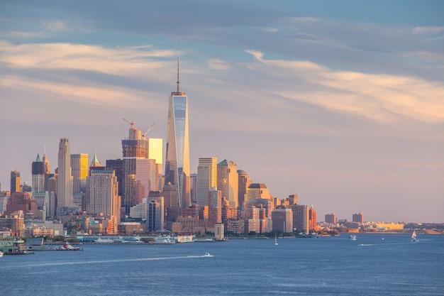 New york city downtown manhattan panorama panoramy zachód słońca nad rzeką hudson w usa