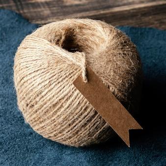 Nić na tkaninie pod wysokim kątem
