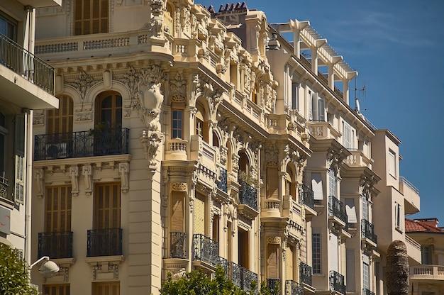 Nice, francja 26 lutego 2020: budynki na ulicach nicei we francji