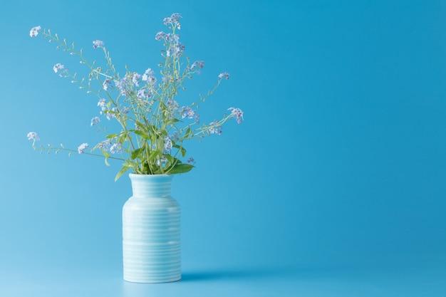 Nie zapomnij o kwiatach w wazonie