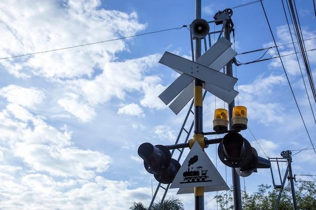 Niebezpieczeństwo pociągu przekraczania drogi