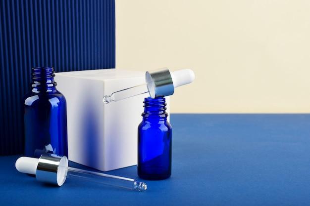 Niebieska butelka z kwasem hialuronowym