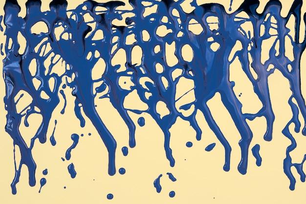 Niebieska farba rozlana na żółto