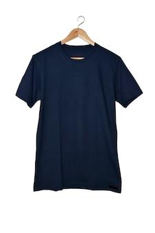 Niebieska koszulka na białym tle