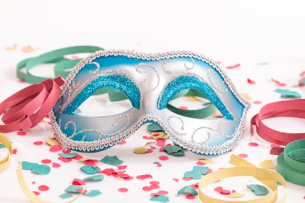 Niebieska maska wenecka