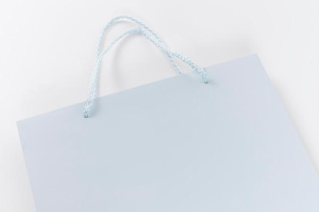 Niebieska papierowa torba na zakupy z uchwytami