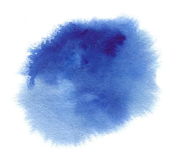 Niebieska plama akwareli z rozchlapaniem, pociągnięcia farbą akwarelową, plamy, mokre krawędzie
