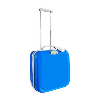 Niebieska podróż plastikowa walizka z kołami na białym tle.
