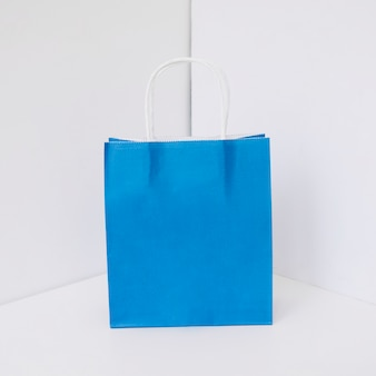 Niebieska torba na zakupy papieru