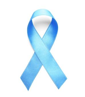 Niebieska wstążka na białej powierzchni. świadomość raka prostaty