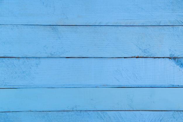 Niebieski drewniany stół