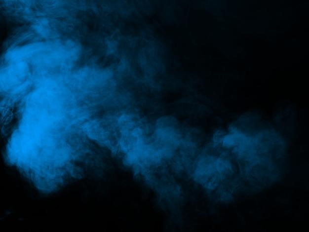 Niebieski dym tekstury na czarno
