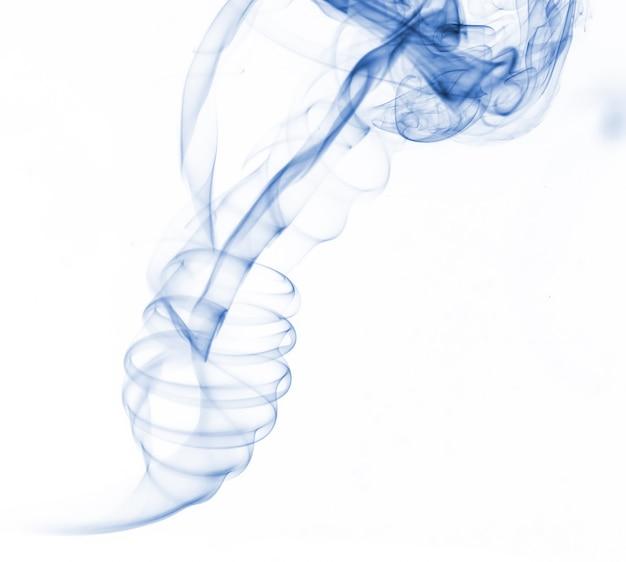Niebieski dymu kolekcji na białym tle